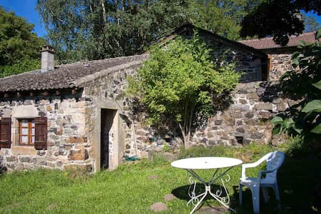 Detached double room in farmhouse - Saint-Julien-Chapteuil - Aamiaismajoitus