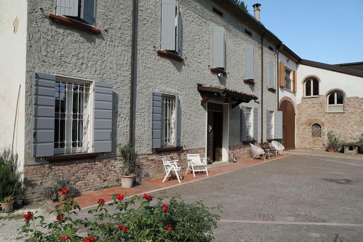 Casa intera-Azienda agricola, B&B Antica Cascina