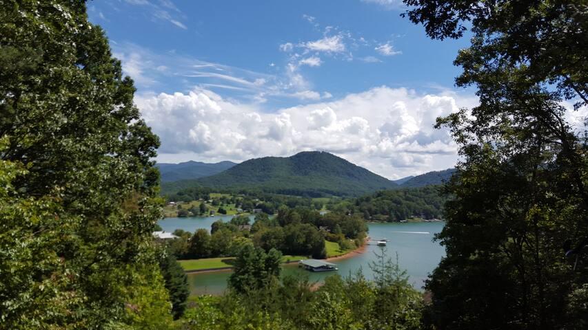 184 Gorgeous Lake & Mountain view Suite