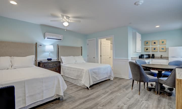 Double Queen Studio at Loggerhead Inn by Carolina Retreats