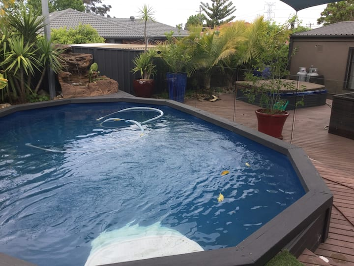 Room next to fish pond. Pet friendly, pool &spa