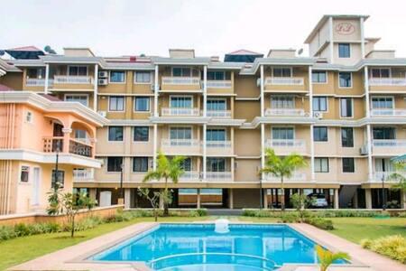 A Posh apartment by the beach