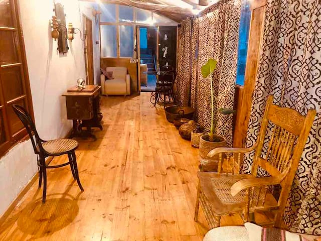 "Sala de estar, con televisor de 52"" con conexión a netflix y youtube, sin costo adicional.  Living room, with 52 ""TV with connection to netflix and youtube, at no additional cost."