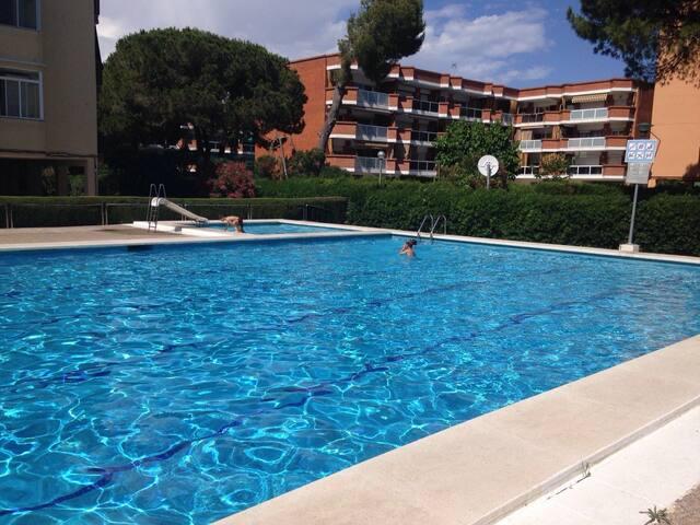 Habitación a 5 minutos de la playa con piscina