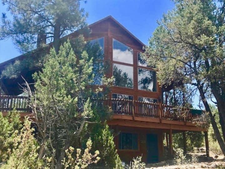 Gratitude LAWdge - 7 Br cabin on 5 acres