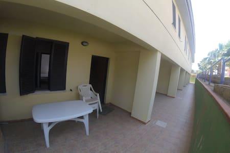 seminterrato in residence con piscina200m dal mare - borgia - Flat