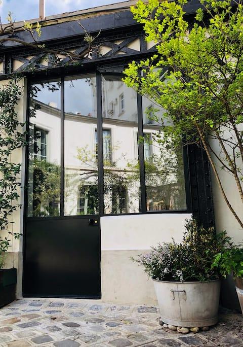 Cosy studio, green quiet backyard close fleamarket