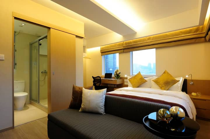 Partial Harbour view, Chic studio in Wan Chai