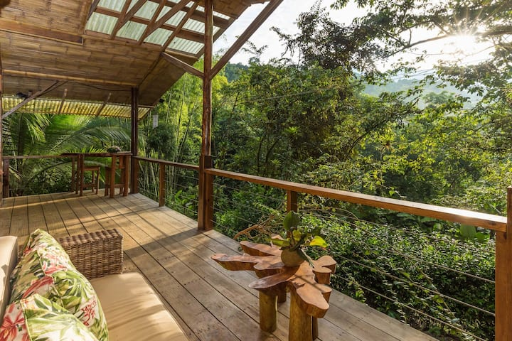 Two-story, eco-friendly cabin w/ a full kitchen & two furnished balconies