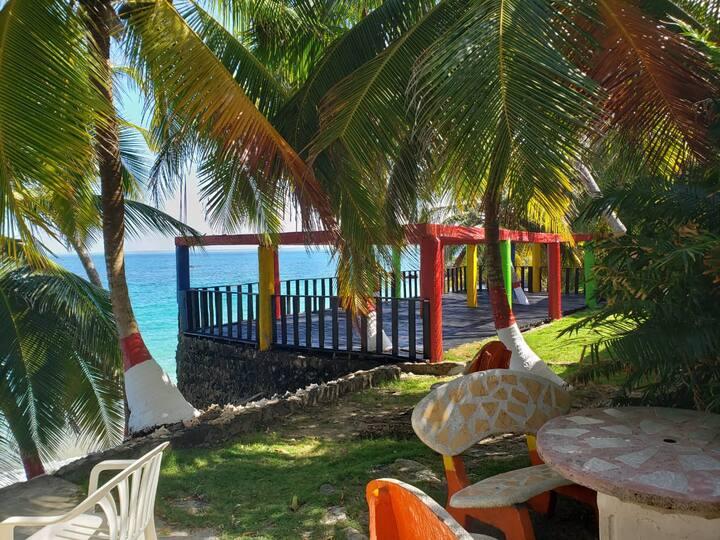 Alojamiento en Isla Fuerte, frente al mar.