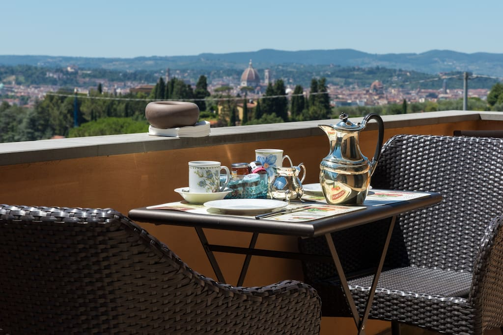 colazione in terrazza- unique view over the city
