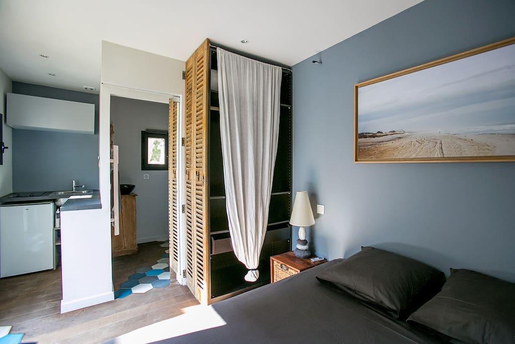 chambre avec climatisation et tv