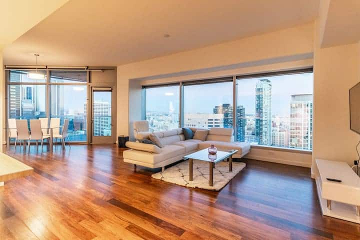 Stunning 2BR High-Rise, in The Best Area in DTLA!