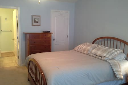 Uniquely located comfy home - Dover
