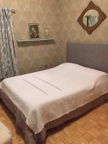 Grand Vastu Home on MUM campus: guest room 2