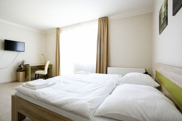 Modern 3room in a small hotel in Prague - Zbraslav