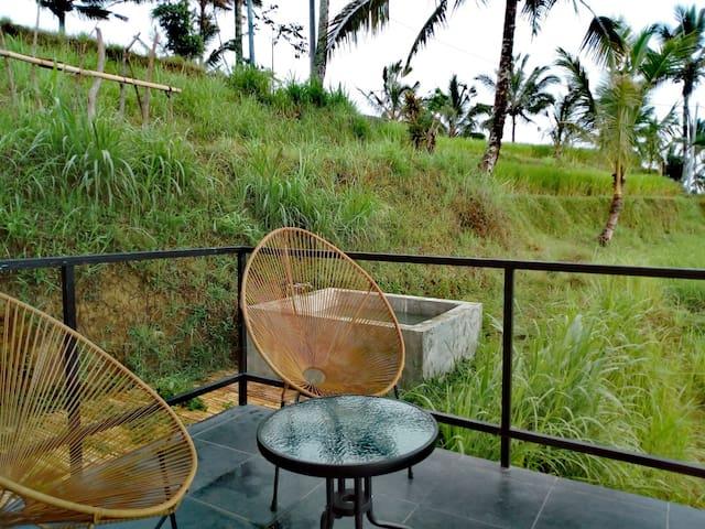 Bali Jatiluwih Angsri Family Room hot spring tub