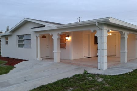 QUIET RESIDENTIAL SUNNY FLORIDA AREA - Lehigh Acres