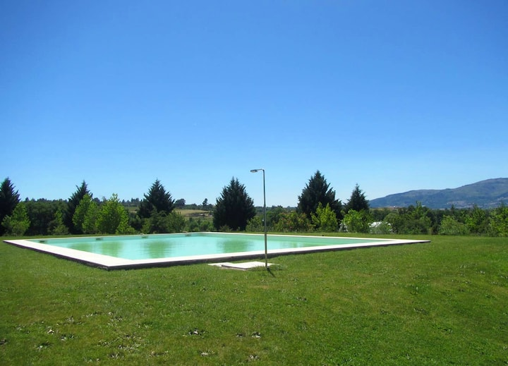 House with 3 bedrooms in Peraboa, with wonderful mountain view, shared pool, furnished garden