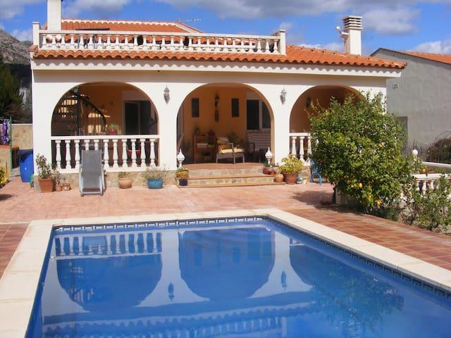 Casa de Sonrisas - Pratdip - Villa
