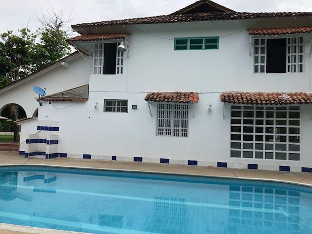 Casa campestre,piscina, jacuzzi, BBQ,  club.
