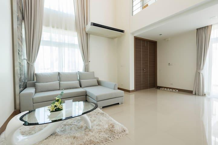 Golden Sea Luxury Pool Villa @ Heart of Hua Hin