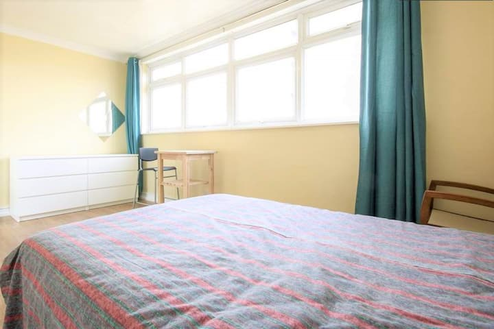 Old Street / Spacious Double room