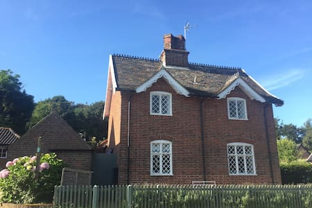 Stylish seaside cottage in idyllic location - Dunwich - Hus
