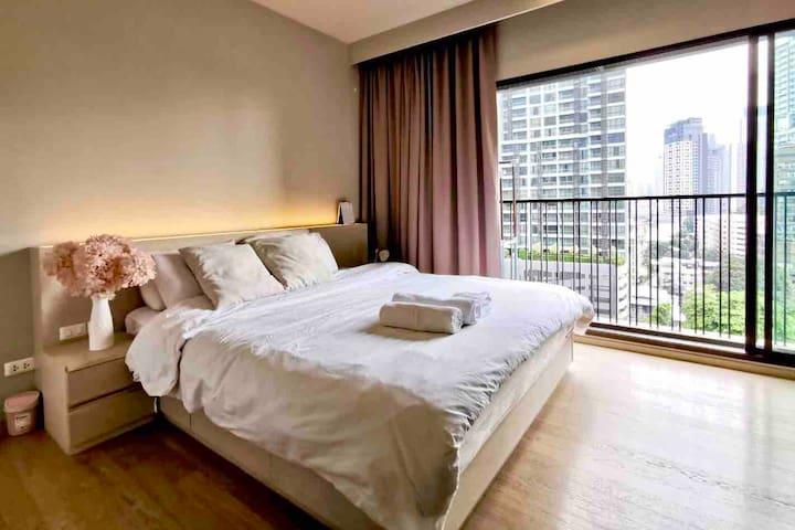 King size bed/Free Wifi/2 mins to Phrom phong BTS