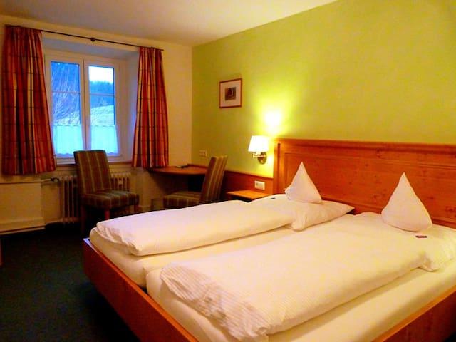 Gasthaus Löffelschmiede, (Lenzkirch), Doppelzimmer mit Dusche und WC