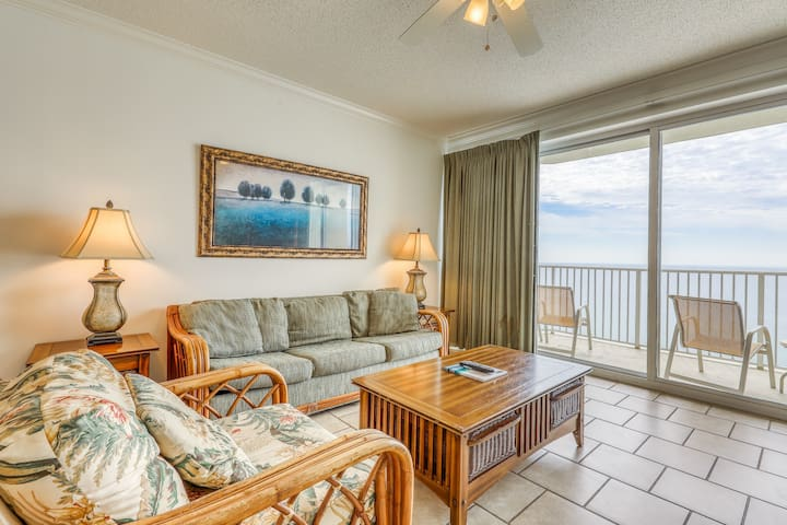 Bright 18th floor Gulf front condo with ocean views and shared pool and hot tub!