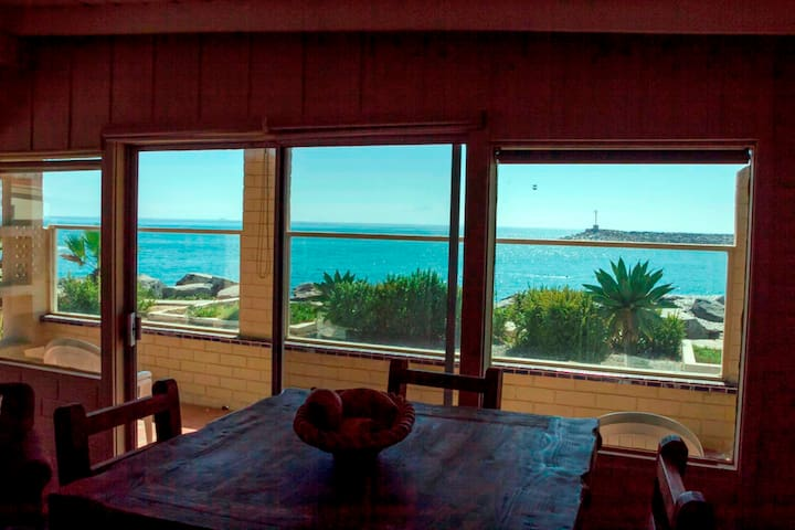 Ocean Front 2-Bedroom 2-Bathroom Chalet! - Ensenada - Casa