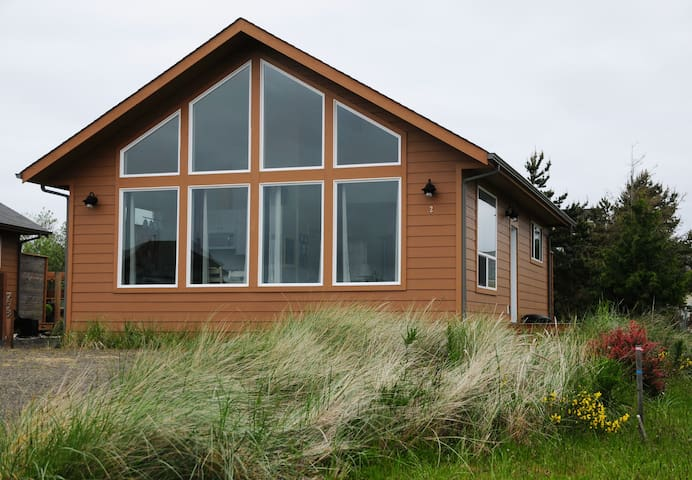 Moonraker Cottage - Minutes to Damon Point Beach