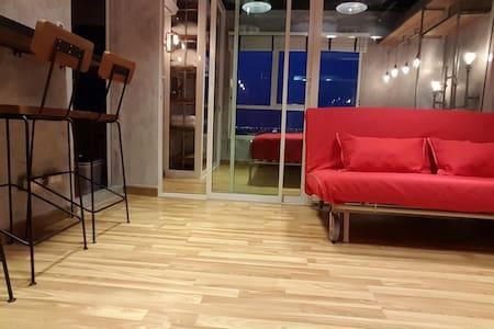 Cozy Loft 202   2Guest   5 mins BTS Skytrain  WIFI - Appartamento