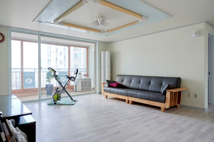 Cozy apartment 5min. from Seoul station by walk