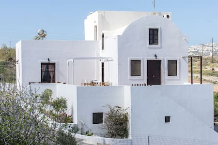 Three-storied Monolithos Villa for 10 or less