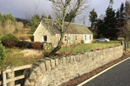 Beautiful Cottage by Loch Tay - Lawers