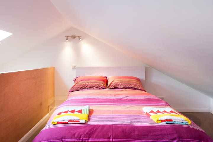 Light and bright 1 bedroom flat
