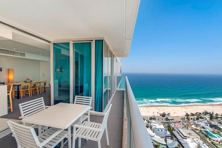 Surfers paradise luxury hotel with ocean view
