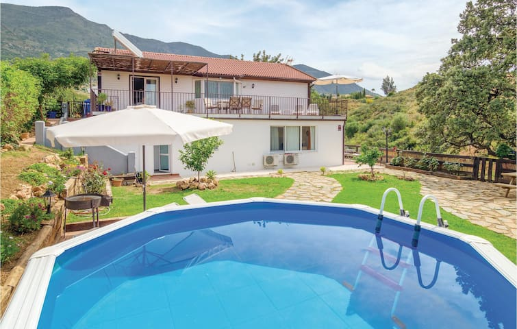 Holiday cottage with 3 bedrooms on 150m² in Mijas