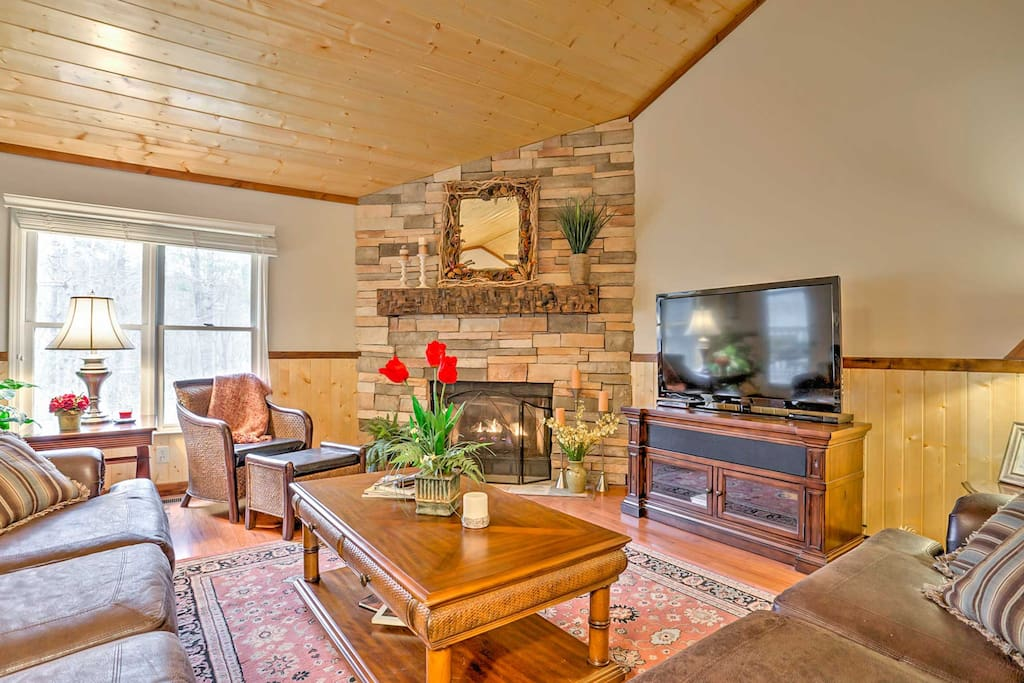 This home is ideal for a group of up to 4 guests.