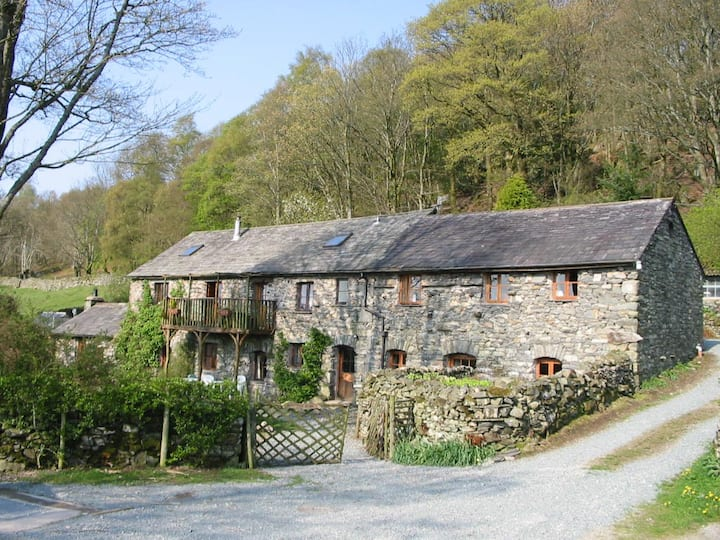 Cosy 2 bed country cottage Torver