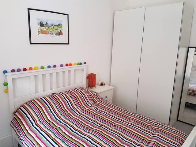 Bright double room near Holyrood Park & Portobello