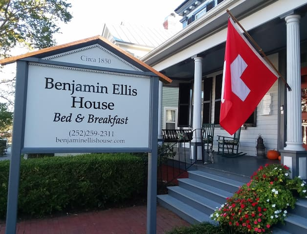 Benjamin Ellis House B&B- Nantahala Suite