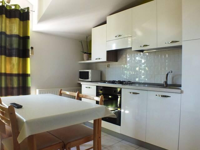 Apartment for friends or family - Tribunj - Casa