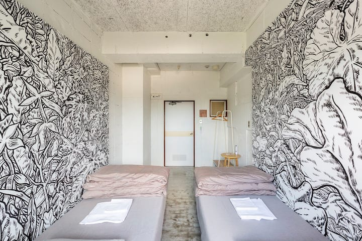 Art Room Twin 2(Shared Bathroom)