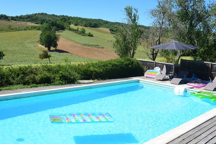 Converted barn with stunning views and pool - Itzac - Casa