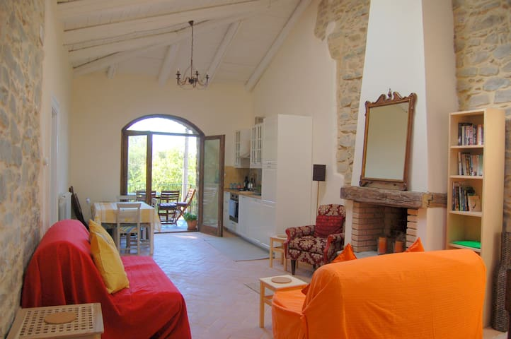 2 bedroom stone cottage with sea view from balcony - Laureana Cilento - Huis