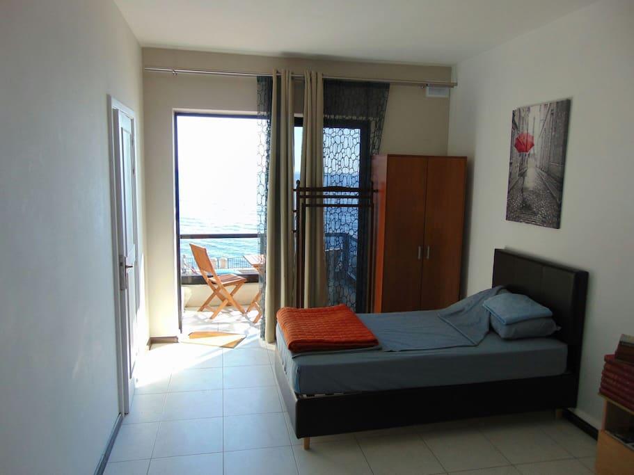 amazing location and stunning sea view sliema appartements louer sliema malte. Black Bedroom Furniture Sets. Home Design Ideas