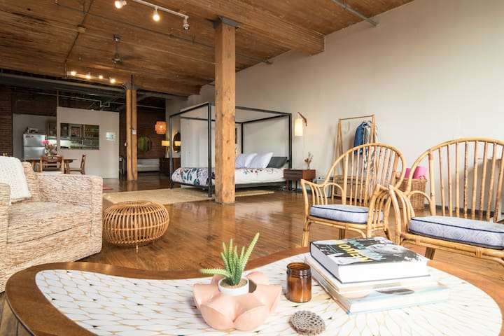 ❤️ Amazing Loft in Detroit's Hippest Neighborhood ❤️ SELF-ISOLATE IN STYLE